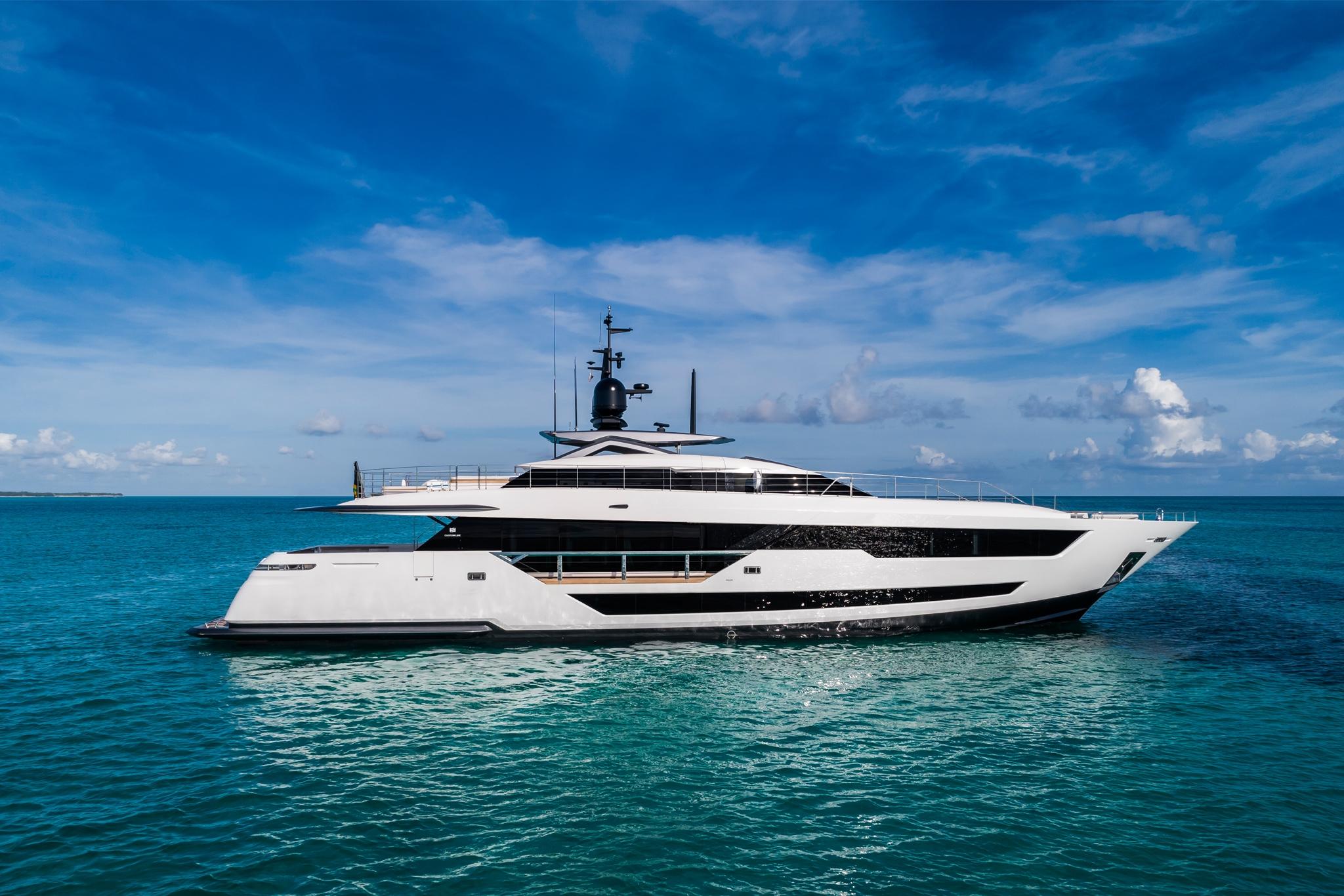 JMA Yachting Port Fréjus Var 83 vente location bateaux neufs Ferretti Group Custom Line Ferretti Yachts Pershing occasion places