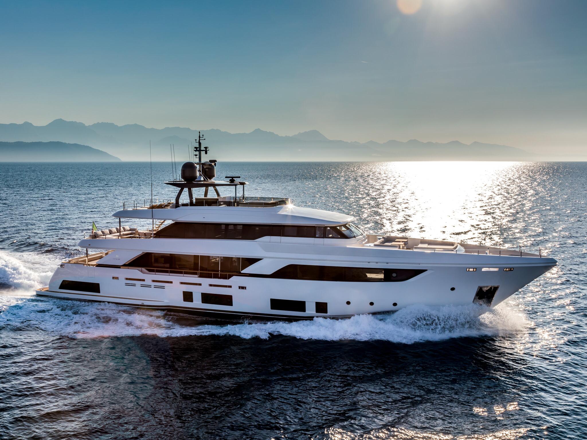 ferretti yachts ferretti group custom line yachts custom line navetta 37 JMA Yachting Port Fréjus Var vente location neuf occasi
