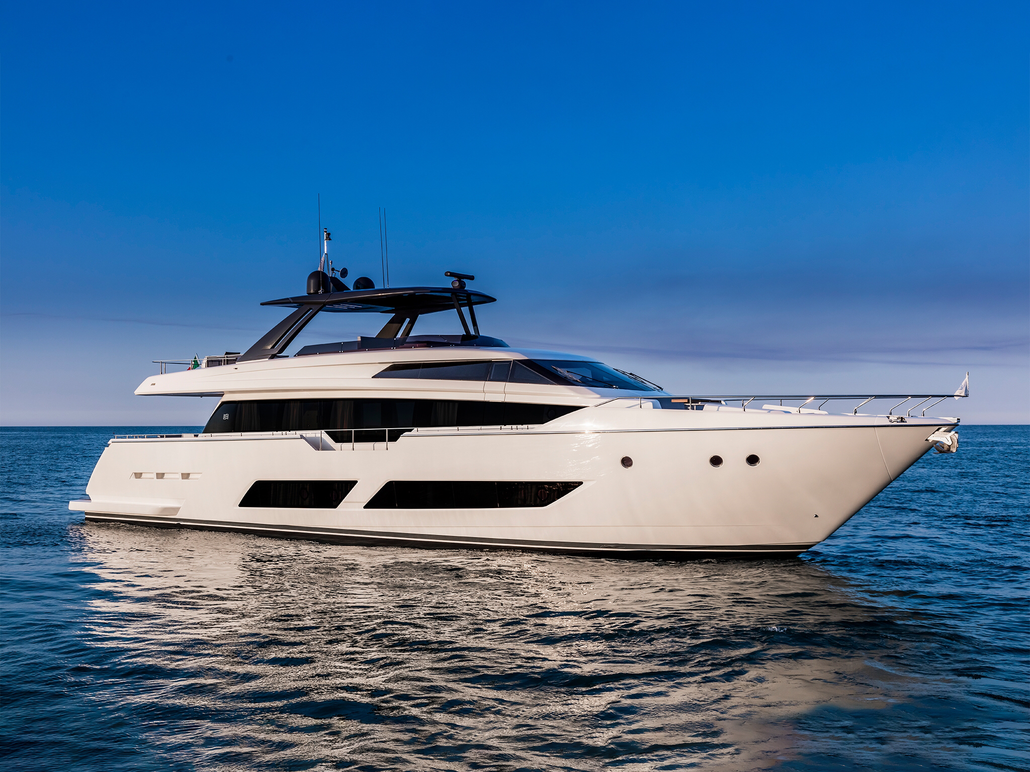 ferretti yachts 850 ferretti group JMA Yachting Port Fréjus Var vente location neuf occasion places de port