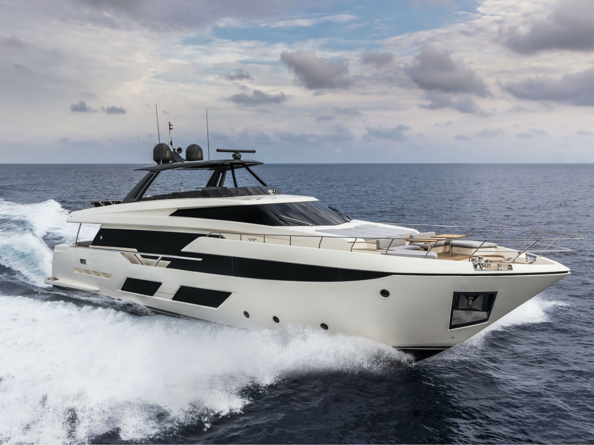 ferretti yachts 920 ferretti group JMA Yachting Port Fréjus Var vente location neuf occasion places de port