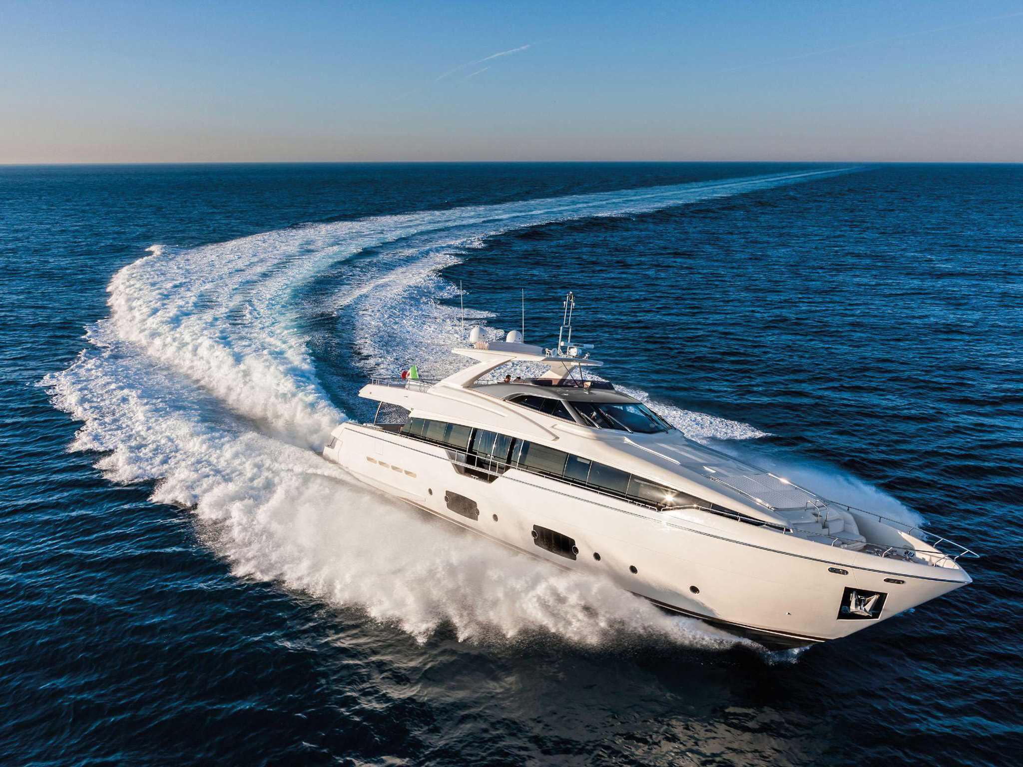 ferretti-yachts-ferretti yachts 960 ferretti group JMA Yachting Port Fréjus Var vente location neuf occasion places de port