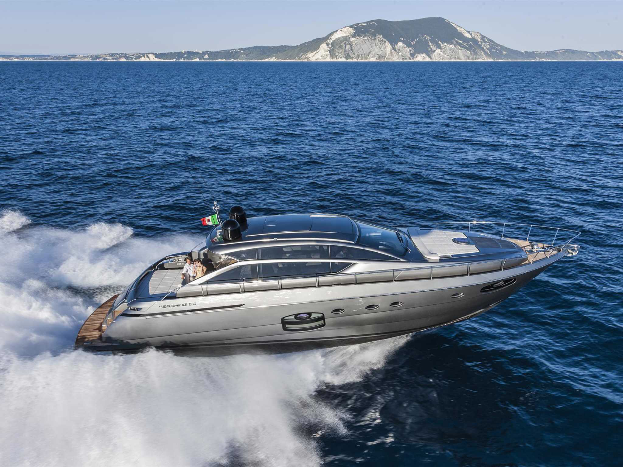 ferretti yachts ferretti group pershing yachts pershing 62 JMA Yachting Port Fréjus Var vente location neuf occasion places de p