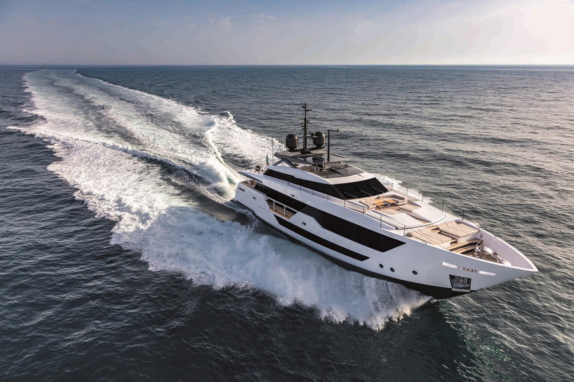 location bateau Custom Line 106