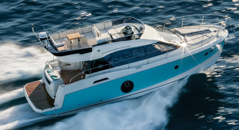 location bateau Beneteau MC4