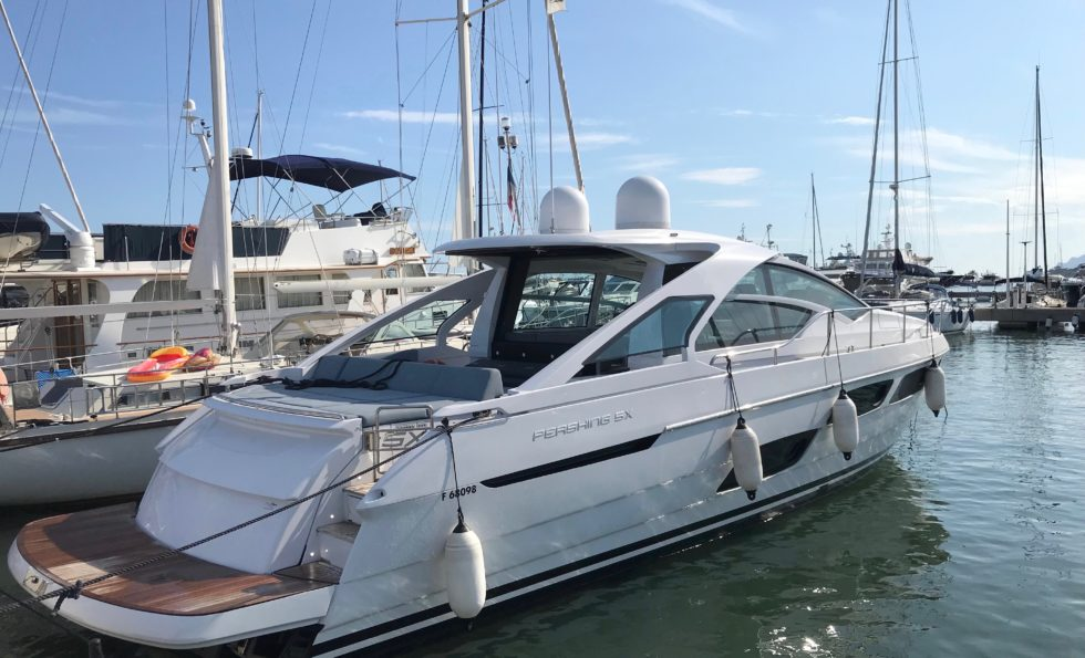 location bateau Pershing X5