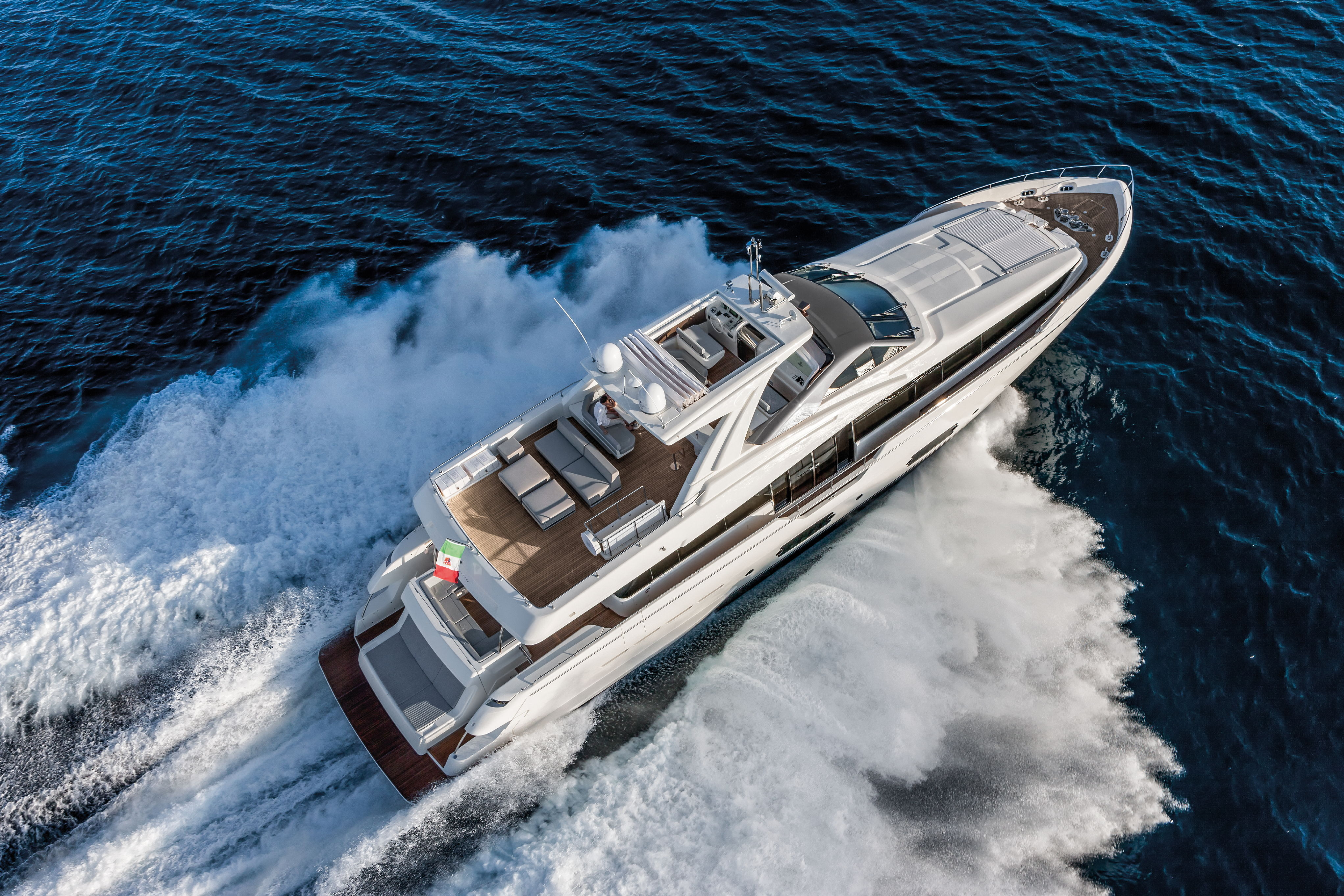 Ferretti Group Ferretti Yachts Ferretti 960 JMA Yachting Port Fréjus Var vente location neufs occasions places de port